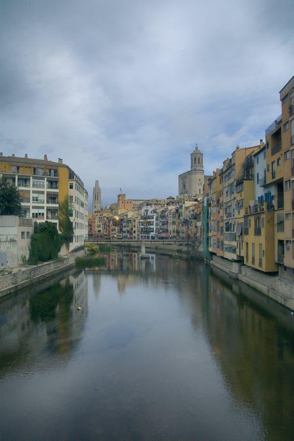 Rzeczny Onyar i Girona zdjęcie royalty free