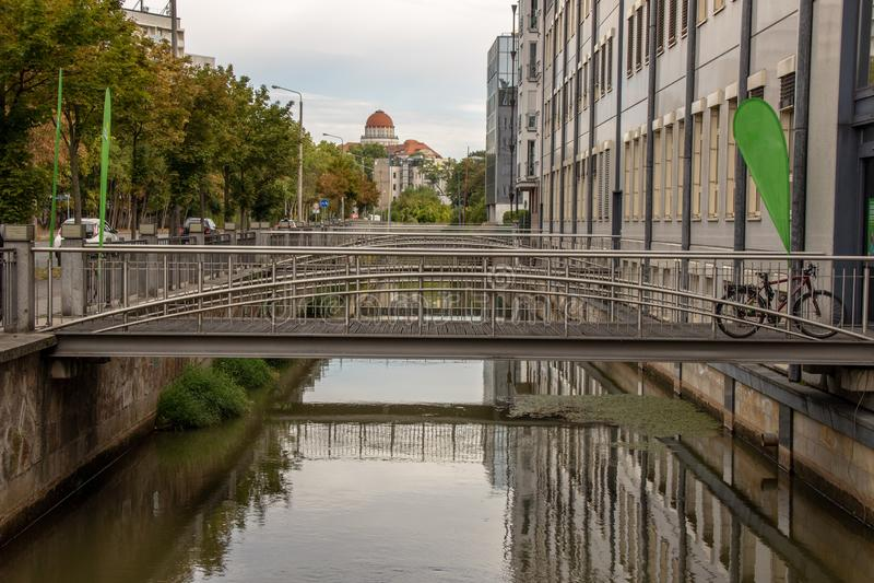 Rzeczny Pleissenmà ¼ hlgraben w wodnym mieście Leipzig z wiele mostami obrazy stock