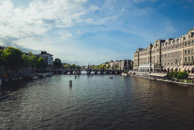 Rzeczny spływanie przez Amsterdam fotografia royalty free
