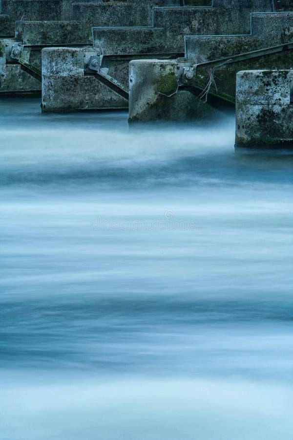 Rzeczny Thames Minimalny - Bezczasowe fala zdjęcie royalty free