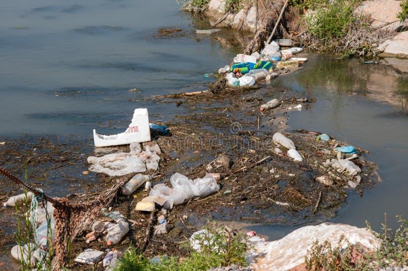 Rzeczny zanieczyszczenie od klingerytu zdjęcie stock