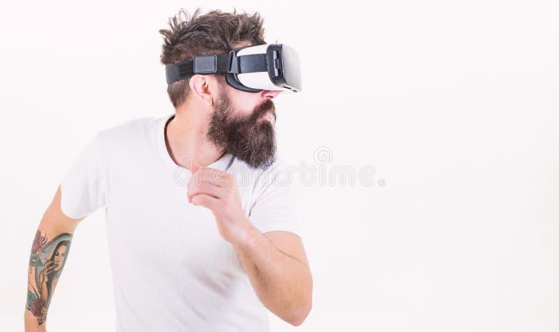 Rzeczywistości wirtualnej gry pojęcie Cyber sport Facet z głowa wspinającą się pokazu antrakta rzeczywistością wirtualną Modniś s obrazy stock