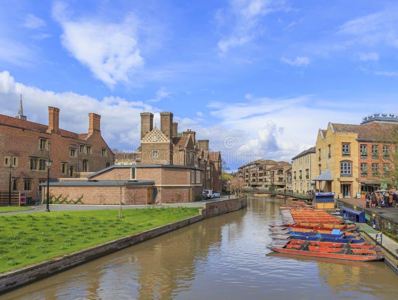 Rzeka, łodzie przy Cambridge zdjęcia stock