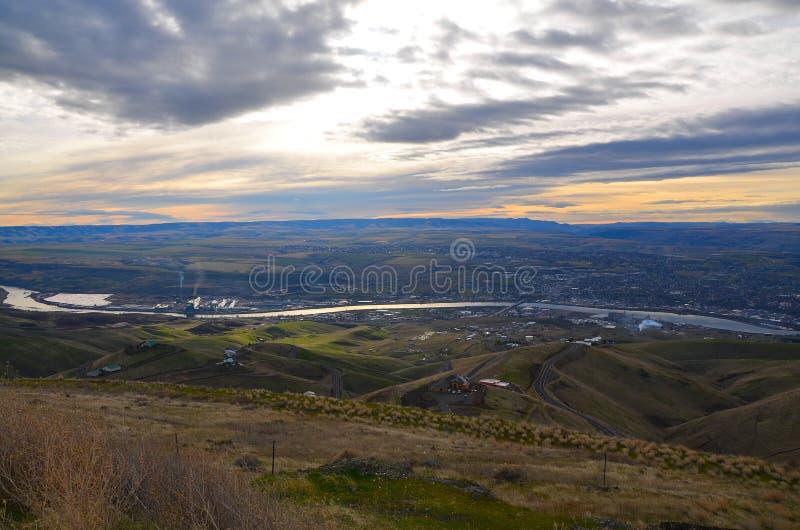 Rzeka i wzgórze krajobraz zdjęcie stock