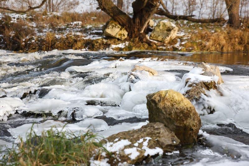 Rzeka lód Rzeka w zimie zdjęcia stock