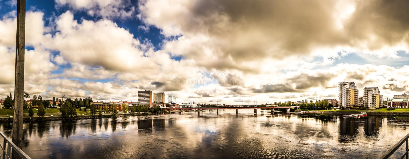 Rzeka miastem w Szwecja zdjęcia royalty free