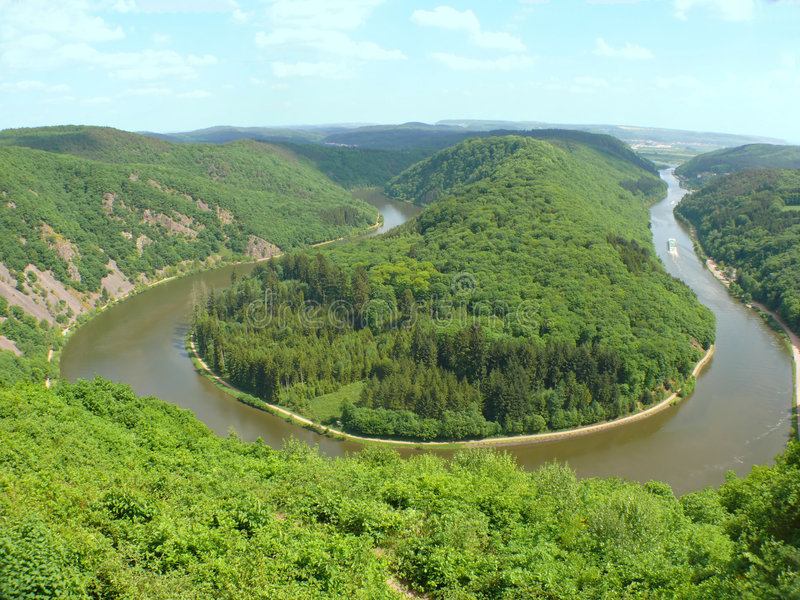 Download Rzeka mosel - Saar - ruwer obraz stock. Obraz złożonej z forestland - 5157943