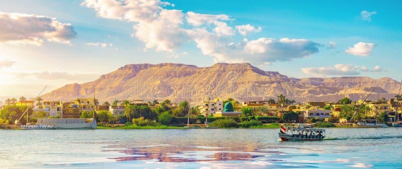 Rzeka Nil i statek obraz royalty free