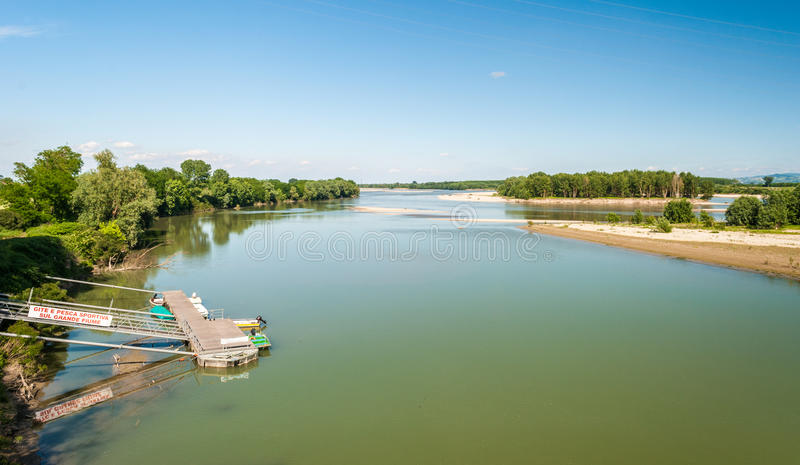 Rzeka Po widzieć od mosta w prowinci Pavia zdjęcie royalty free