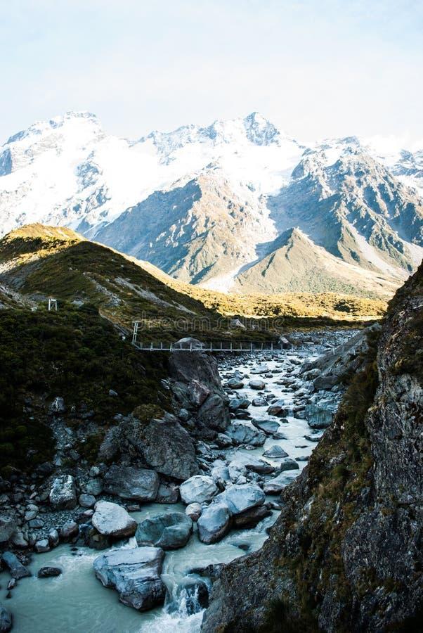Rzeka przy góry Cook parkiem narodowym, Południowa wyspa, Nowa Zelandia zdjęcia royalty free