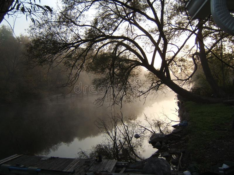 Rzeka przy rankiem obrazy stock