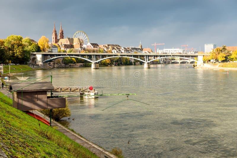 Rzeka Ren i stara chata rybacka w Bazylejskiej Szwajcarii zdjęcia stock