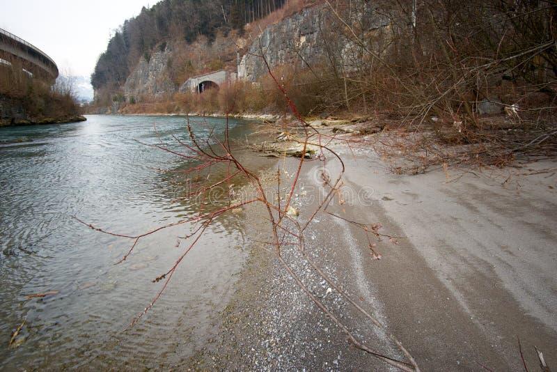 Rzeka w Europe Austria z kamieniami obrazy stock
