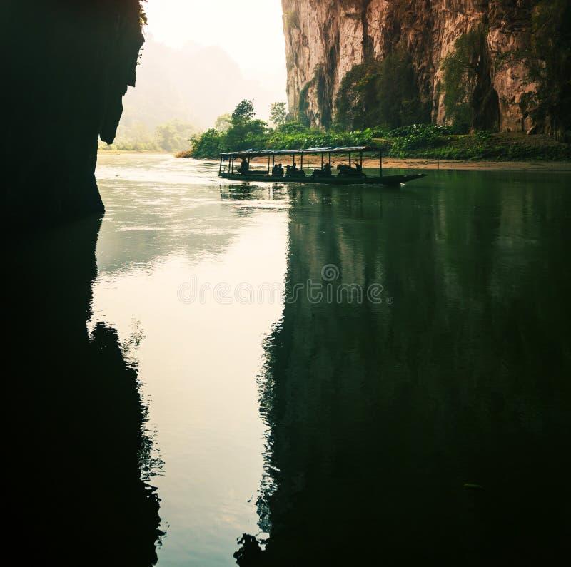 Rzeka w jamie, Wietnam zdjęcia stock