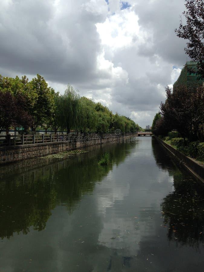Download Rzeka w Szanghaj Chiny obraz stock. Obraz złożonej z greenbacks - 57663875