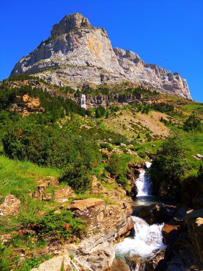 rzeka wskazuje pięknego szczyt obrazy royalty free
