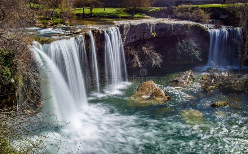 Rzeki kaskada w Pedrosa De Tobalina zdjęcia stock
