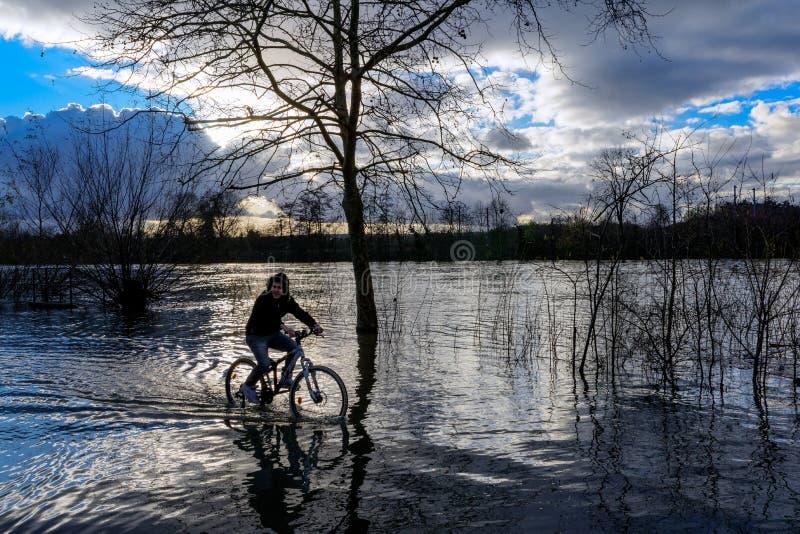 Rzeki w powodzi w Francja obraz stock
