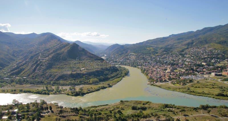 Rzeki wciela blisko miasta Mtskheta w Gruzja obraz stock