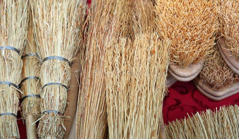 Rzemieślników muśnięcia robić z ręki saggina wykwalifikowanym rzemieślnikiem fo obraz royalty free