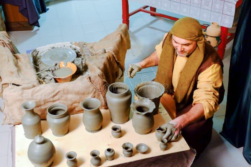 Rzemieślnika ceramics w bożych narodzeniach żyje narodzenie jezusa scenę fotografia stock