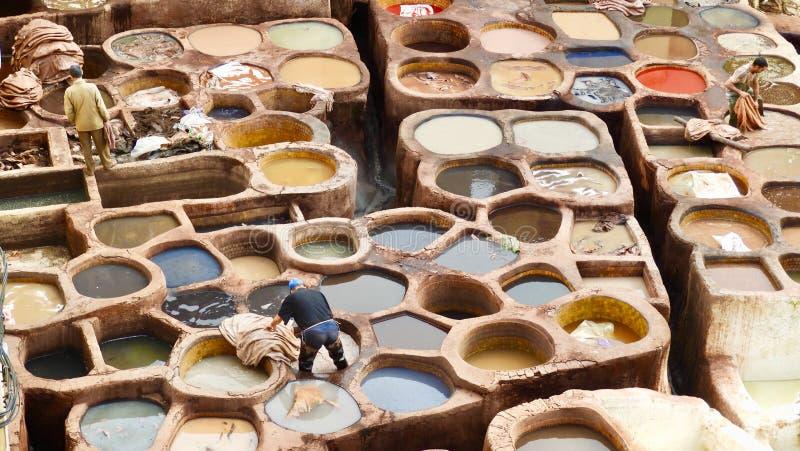 Rzemienny barwiarstwo w Fes, Maroc zdjęcia royalty free