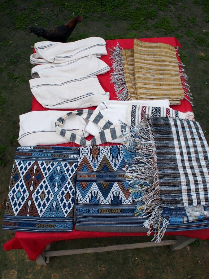 Rzemiosła lokalnymi ludźmi w wiosce dla sprzedaży w LUANG PRABANG prowincji obrazy stock