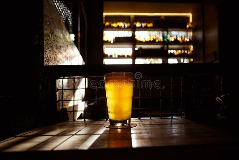Rzemiosła piwo w barze fotografia royalty free