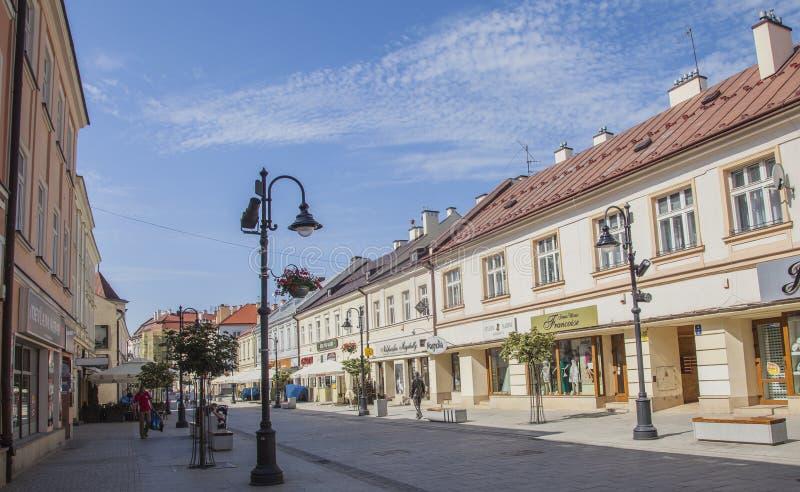Rzeszow Polen, Europa - blåa himlar och gamla byggnader; gammal stad royaltyfri bild