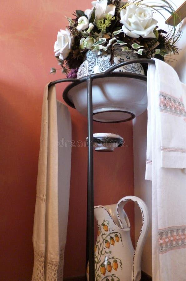 Rzuca kulą i miotacz dla myć na żelaznym stojaku fotografia stock