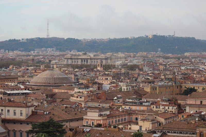 Rzym dziejowy centre z pantheondachem zdjęcie stock