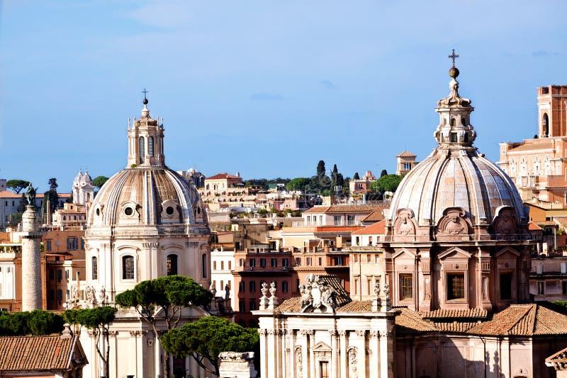 Download Rzym Kościół I Trajans Kolumna Zdjęcie Stock - Obraz złożonej z powierzchowność, włoch: 28971930