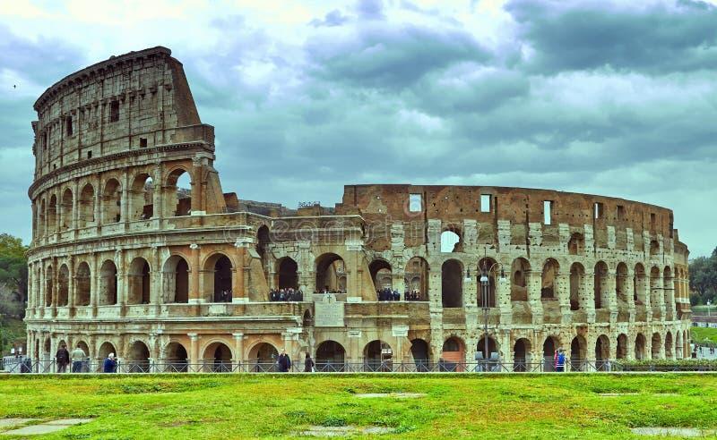 Rzym koloseum W?ochy Antyczny Roma?ski Colosseum jest jeden g??wne atrakcje turystyczne w Europa obrazy stock