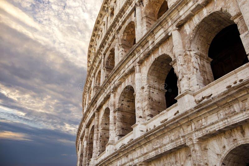 Rzym kolosseumu colosseum z pięknym dramatycznym niebem zdjęcia royalty free