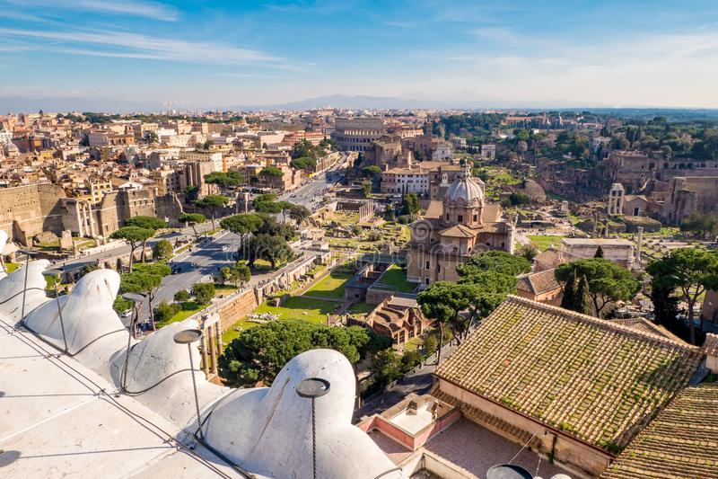 Rzym linia horyzontu od above panoramy nad Romańskim forum zdjęcia stock