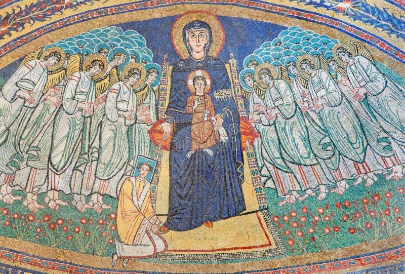 RZYM, WŁOCHY: Apsydy mozaika madonna wśród aniołów w byzantine stylu w bazylice Di Santa Maria w Dominica od 9 cent zdjęcie royalty free