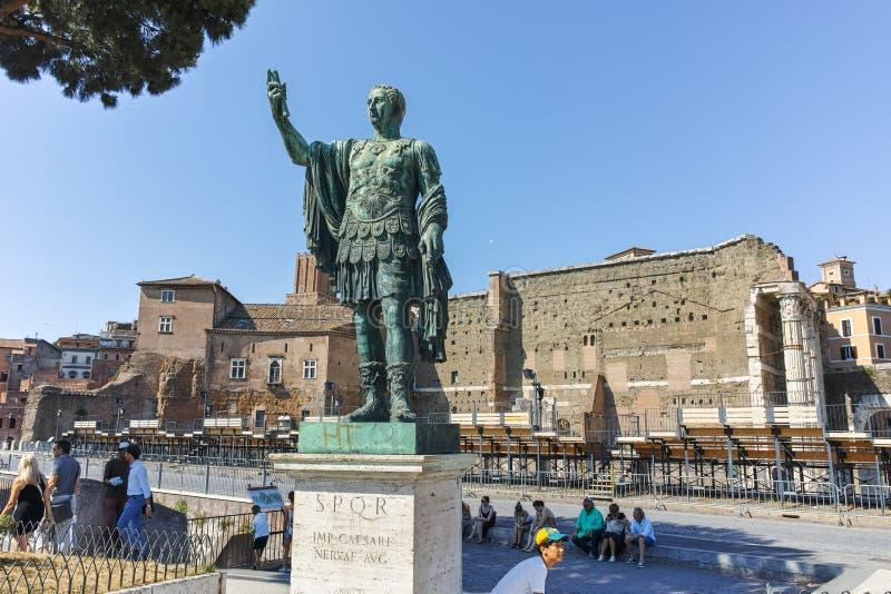 RZYM WŁOCHY, CZERWIEC, - 23, 2017: Zadziwiający widok Nerva statua w mieście Rzym zdjęcia stock
