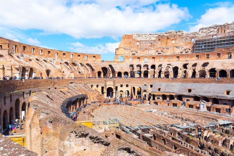 RZYM WŁOCHY, MAJ, - 6, 2019: Wnętrze Colosseum, aka kolosseum lub Flavian Amphiteatre, - duży amphitheatre zdjęcia stock