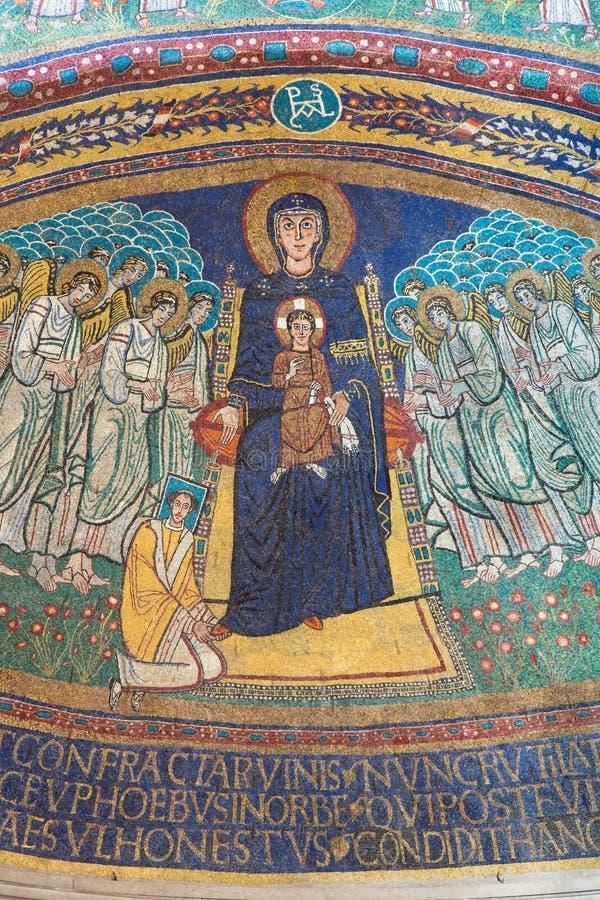 RZYM WŁOCHY, MARZEC, - 10, 2016: Apsydy mozaika madonna wśród aniołów w byzantine stylu w bazylice Di Santa Maria w Dominica obraz stock