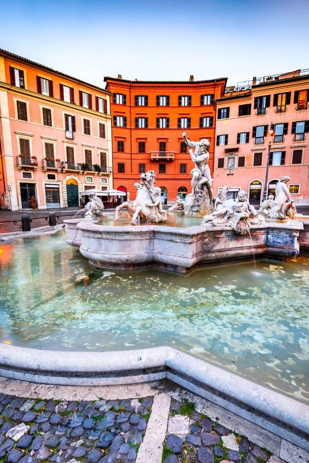 Rzym, Włochy piazza Navona i Neptune fontanna - zdjęcia stock