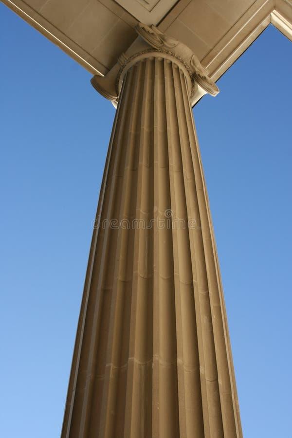 Download Rzymska kolumna zdjęcie stock. Obraz złożonej z ślimacznica - 4106070