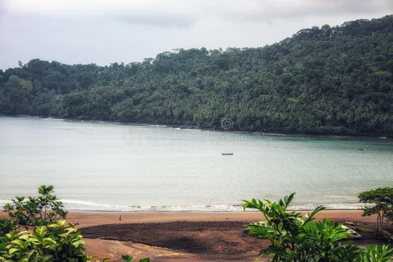 São Tomé en Principe: tropisch strand royalty-vrije stock fotografie