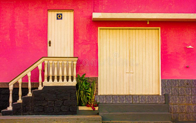 São米格尔桃红色房子  库存图片