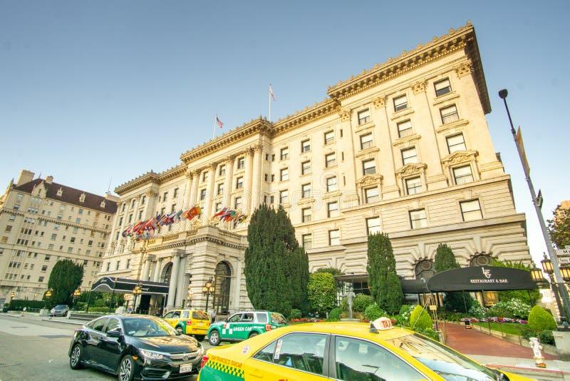 São Francisco, CA / Estados Unidos - agosto 25 de março de 2019: uma paisagem do famoso Hotel Fairmont San Francisco em Nob Hill imagem de stock royalty free