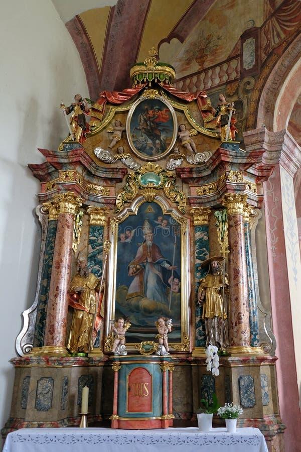 São Nicolau, altar na igreja de nossa senhora da neve em Kamensko, Croácia imagens de stock royalty free