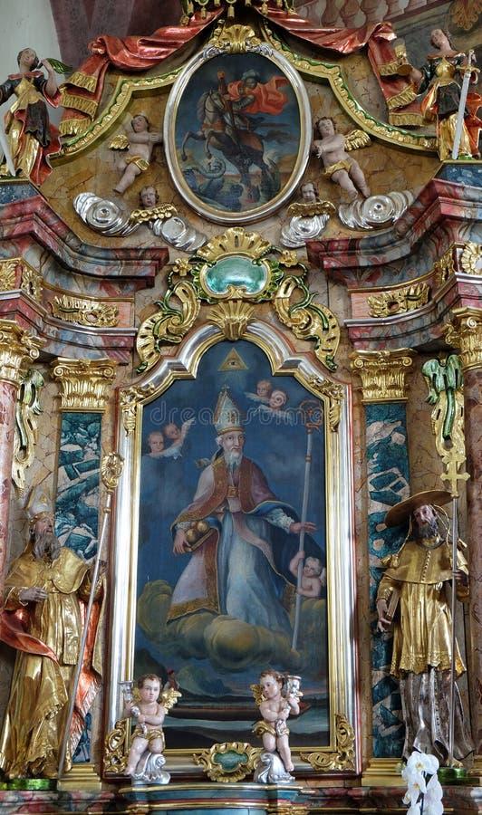 São Nicolau, altar na igreja de nossa senhora da neve em Kamensko, Croácia imagem de stock