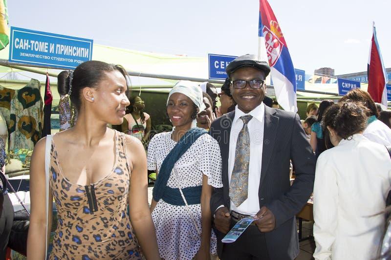 São Tomé och Príncipe studenter framlägger deras nationella dräkter och traditioner royaltyfri bild