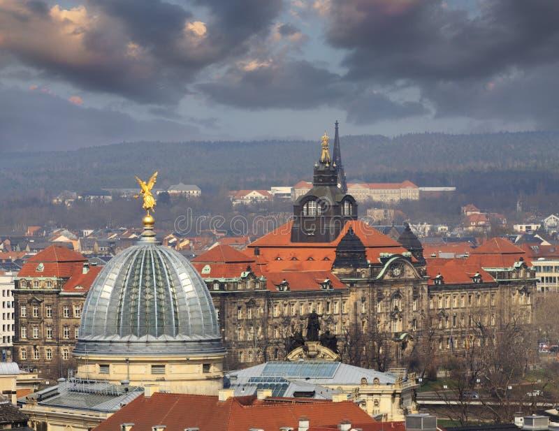 Sächsisches Zustands-Kanzleigericht während des Sonnenuntergangs Luftansicht lizenzfreie stockfotografie