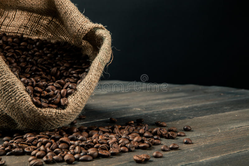 Säck av kaffebönor arkivfoto