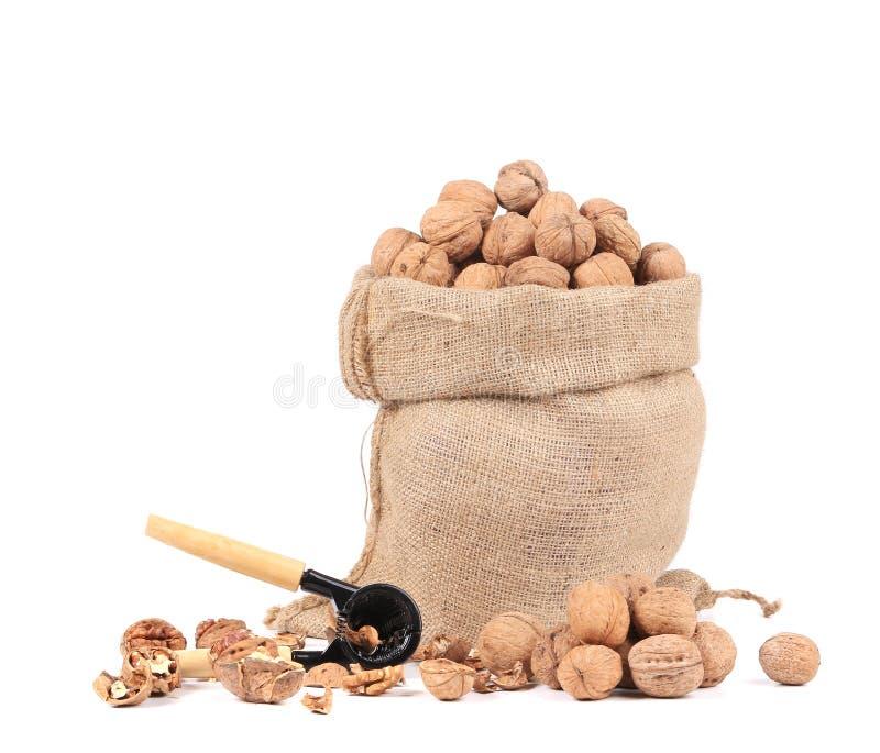 Säck med valnötter och nötknäpparen arkivfoton